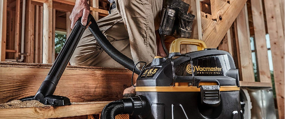 What is the difference between a wet and dry vacuum cleaner?