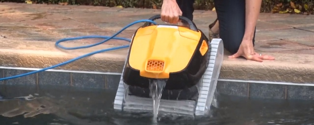 Lightweight-Robotic-Pool-Cleaners