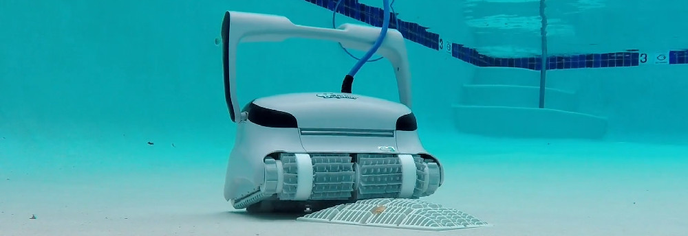 DOLPHIN C3 Commercial Pool Cleaner