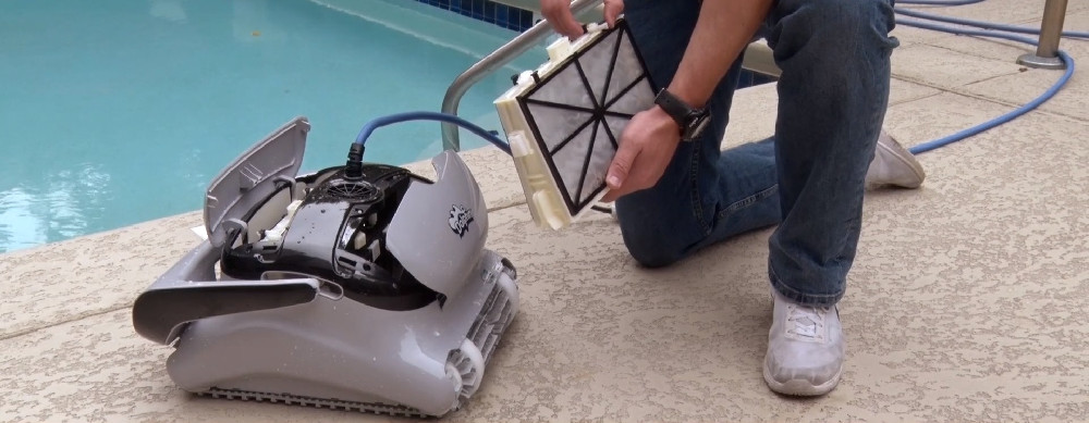 DOLPHIN C3 Robotic Pool Cleaner