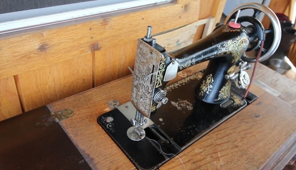 1894 vintage Singer sewing machine