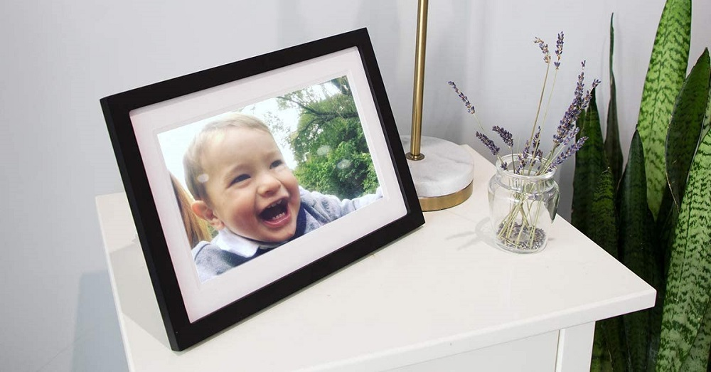 Skylight Frame: Digital Picture Frame